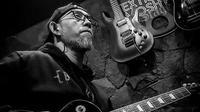 Gitaris band Burgerkill mengembuskan napas terakhir di tengah syuting musik. (Instagram @ebenbkhc)