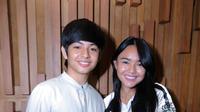 Dalam ultah stasiun televisi yang membesarkan nama kedua pemeran tersebut, Manda dan Angga dituntut nyanyi sembari berakting. Layaknya pementasan drama musikal. (Andy Masela/Bintang.com)