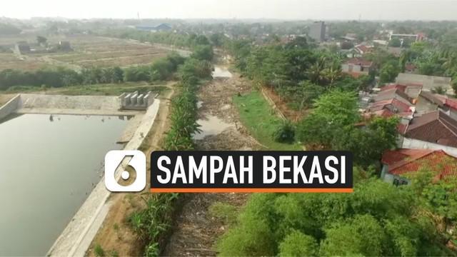 Lebih dari 1.000 kubik sampah memenuhi aliran sungai Cikeas sepanjang 150 meter. sampah-sampah tersebut terbawa oleh banjir kiriman beberapa hari lalu. Jika tidak dibersihkan bisa menyebabkan banjir di daerah sekitarnya.