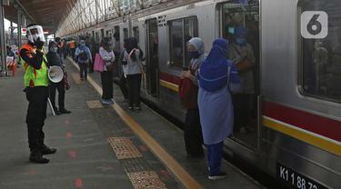 FOTO: Suasana Stasiun Depok Lama di Hari Kedua PSBB Transisi Jakarta