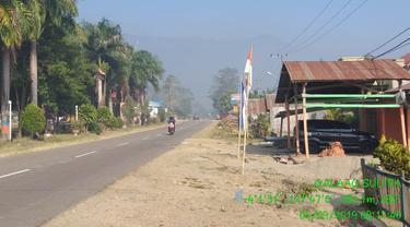 Kabut asap lahan gambut yang sudah masuk di jalur trans Sulawesi, Kolaka Timur.(Liputan6.com/Ahmad Akbar Fua)
