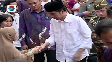 Warga menyambut gembira pembagian sembako sembari mendoakan kesehatan dan umur panjang bagi presiden yang baru berulang tahun.