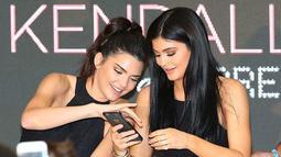 Hal tersebut ternyata tak membuat para penggemar senang dan malah protes di akun Instagramnya. (Heat magazine - Getty Images)