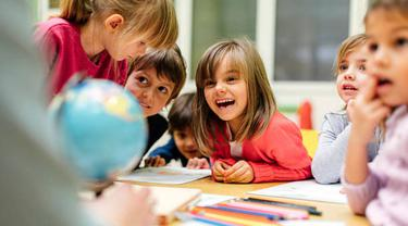 Ilustrasi anak-anak belajar