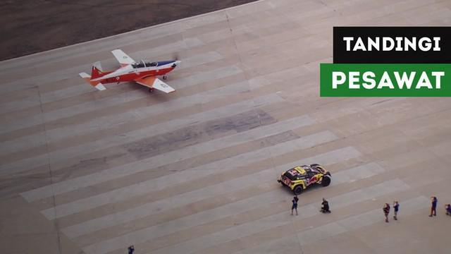 Berita video pembalap 9 kali juara World Rally Championship (WRC), Sebastien Loeb, berhasil menandingi kecepatan pesawat dengan mobil reli Dakar saat di Lima, Peru.