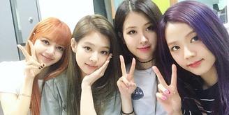 Pada 15 Juni nanti, BLACKPINK akan comeback dengan merilis album berjudul Square Up. Tentu saja hal ini disambut gembira oleh penggemarnya, tak hanya penggemar saja namun para personel BLACKPINK juga antusias. (Foto: Soompi.com)