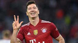 Penyerang gaek milik Bayern Munchen, Robert Lewandowski pun menyatakan keinginan bermain diluar Bundesliga sebelum umur 35 tahun. Munchen pun langsung membanderol pemain andalannya dengan harga 100 juta poundsterling jika ada klub yang berminat. (Foto: AFP/Christof Stache)