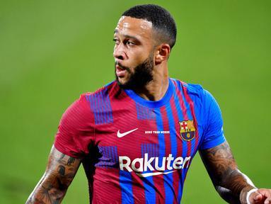 Memphis Depay - Bomber asal Belanda ini merupakan senjata baru Barcelona setelah kepergian Lionel Messi ke PSG. Selain ganas di depan gawang lawan, mantan pemain Lyon itu juga kreator serangan serta pengumpan handal yang perlu diwaspadai Bayern Munchen. (Foto:AFP/Pau Barrena)