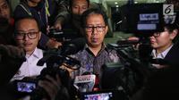 Plt Ketua Umum PSSI Joko Driyono memberi keterangan pers usai diperiksa di Mapolda Metro Jaya, Jakarta, Kamis (24/1). Joko Driyono diperiksa oleh penyidik Satgas Antimafia Bola Polri selama 11 jam. (Liputan6.com/Johan Tallo)