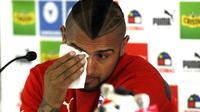 Bintang Timnas Chile dan Juventus Arturo Vidal meminta maaf atas kecelakaan mobil yang menimpa dirinya dan sang istri (Claudio Reyes / AFP)