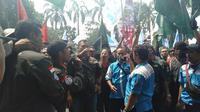 Buruh di Bogor menolak kenaikan iuran BPJS. (Liputan6.com/Achmad Sudarno)