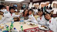 Gloria Natapradja Hamel Bertemu Teman-temannya di Wisma Negara (Foto: Aditya Eka P)