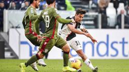 Penyerang Juventus, Paulo Dybala, melepaskan tendangan saat melawan Cagliari pada laga Serie A di Stadion Juventus, Turin, Senin (6/1/2020). Juventus menang 4-0 atas Cagliari. (AP/Marco Alpozzi)