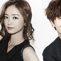 Lee Kwang Soo dan Jun So Min terlihat dekat setelah mereka bermain bersama di Variety Show Running Man. Banyak publik yang menduga jika kedua artis itu menjalin hubungan spesial. (Foto: Soompi.com)