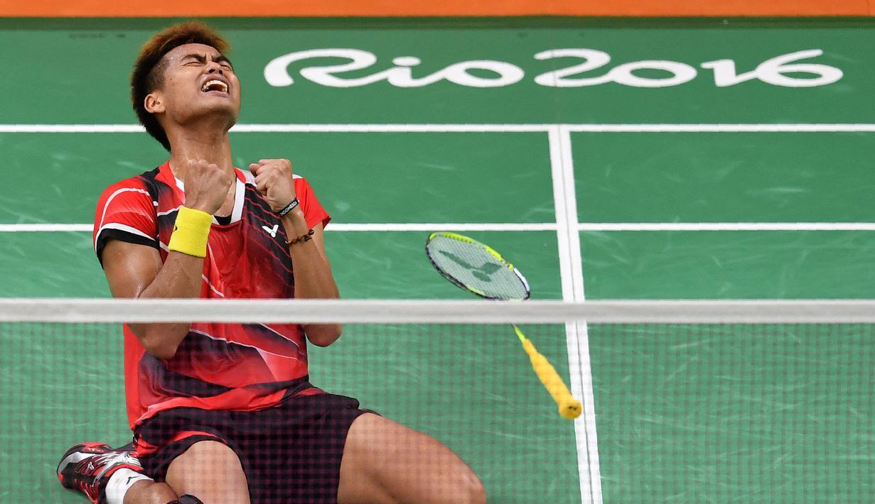 Tontowi Ahmad memutuskan pensiun pada tahun 2020 lalu. Owi merupakan pebulu tangkis ganda campuran Indonesia bersama Butet, julukan Liliyana Natsir yang terlebih dulu pensiun pada 2019. Pasang tersebut merupakan penyabet medali emas pada Olimpiade Rio 2016. (Foto:AFP/Ben Stansall)