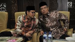 Ketua Umum PKB Muhaimin Iskandar berbincang dengan Ketum PBNU Said Aqil Siradj dalam acara halalbihalal Idul Fitri 1440 H di Kantor DPP PKB, Jakarta, Senin (17/6/2019). Kegiatan ini sekaligus sebagai bentuk syukur atas hasil yang diperoleh PKB pada Pemilu 2019 lalu. (merdeka.com/Iqbal S Nugroho)