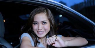 Jessica Iskandar dikabarkan akan menikah, begini tanggapannya.