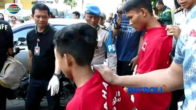 Pelaku pembunuhan wanita yang jasadnya dimasukkan ke dalam tong sampah plastik di Surabaya diamankan polisi. Pelaku mengaku sakit hati karena dituduh mencuri telepon genggam dan tidak digaji.