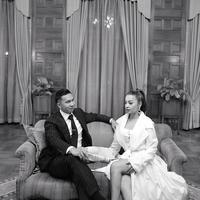 Lihat saja foto ini, mereka terlihat serasi dan kompak. Nikita tampil cantik dengan dress warna putih, sedangkan Indra terlihat gagah dengan jas warna hitam. (Foto: instagram.com/nikitawillyofficial94)