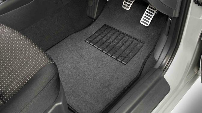Ilustrasi karpet mobil (rortizautocatalog)