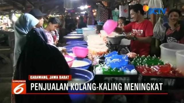Jadi menu buka puasa yang paling sering diburu masyarakat, penjualan kolang-kaling di Karawang, Jawa Barat, meningkat.