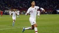 Striker Portugal, Cristiano Ronaldo, merayakan gol yang dicetaknya ke gawang Serbia pada laga Kualifikasi Piala Eropa 2020 di Belgrade, Sabtu (7/9). Serbia kalah 2-4 dari Portugal. (AFP/Pedja Milosavljevic)