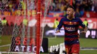 Ekspresi striker Barcelona, Neymar, setelah mencetak gol ke gawang Sevilla pada final Copa del Rey yang berlangsung di Vicente Calderon, Madrid, Minggu (22/5/2016). (AFP/Josep Lago)