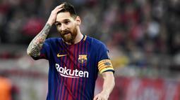 2. Lionel Messi (Barcelona) - La Pulga kecil pernah mempunyai penyakit yang di sebabkan oleh kekurangan hormon. Namun karena keterbatasan biaya akhirnya  striker Argentina ini dibantu oleh petinggi Barcelona untuk dana pengobatan. (AFP/Aris Messinis)