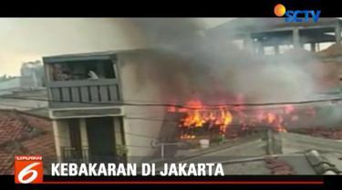 Lokasi rumah yang berdempetan membuat api merembet dan membakar tiga rumah lainnya.