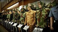 Memajang lebih dari seragam militer dari 30 negara