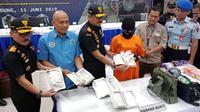 Kantor Wilayah Direktorat Jenderal Bea dan Cukai (Kanwil DJBC) Jawa Barat memperlihatkan barang bukti narkoba yang diselundupkan WB, Selasa (11/6/2019). (Liputan6.com/Huyogo Simbolon)