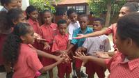 Siswa kelas 3-5 SD Ebenhaezer, Argapura, Kota Jayapura. (Liputan6.com/Katharina Janur)