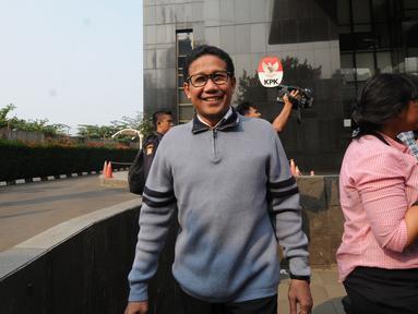 Ketua DPRD Provinsi Jawa Timur, Abdul Halim Iskandar seusai pemeriksaan di Gedung KPK, Jakarta, Selasa (31/7). Kakak kandung Ketum PKB Muhaimin Iskandar itu diperiksa sebagai saksi kasus dugaan gratifikasi di Pemkab Nganjuk. (Merdeka.com/Dwi Narwoko)