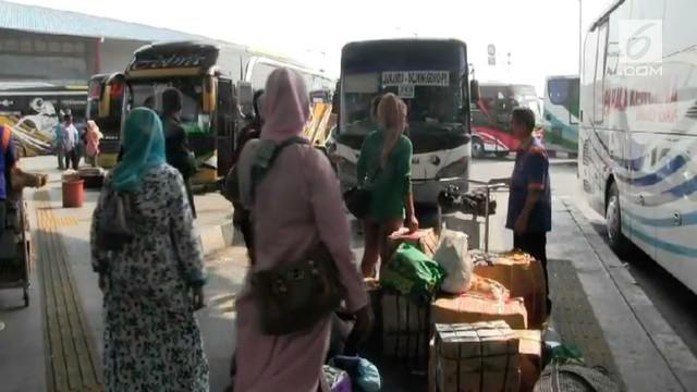 338 bus berangkat dari terminal Pulogebang ke berbagai kota di Jawa Barat dan Jawa Timur selama musim mudik 2018. Diperkirakan puncak mudik di terminal Pulogebang adalah H-3 sebelum Idul Fitri.