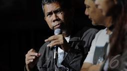 Denny Sakrie saat menjelaskan mengenai konser yang bertajuk Lenny Kravitz Strut World Tour tersebut, Jakarta, Selasa (16/12/2014). (liputan6.com/Faizal Fanani)