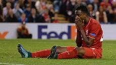 Striker Liverpool Asal Belgia Daniel Origi  kecewa setelah gagal  mencetak gol saat Liverpool menjamu FC Sion dalam lanjutan Liga Europa UEFA  grup B di Anfield, Jumat (2/10/2015. Liverpool ditahan 1-1 FC Sion. AFP Photo / Oli Scarff