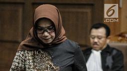 Terdakwa kasus suap PLTU Riau-1 Eni Maulani Saragih seusai menjalani sidang putusan di Pengadilan Tipikor, Jakarta, Jumat (1/3). Eni terbukti bersalah menerima suap Rp 4,75 miliar dari pengusaha Johanes Budisutrisno Kotjo. (Liputan6.com/Faizal Fanani)
