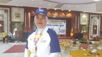 Legenda bulutangkis, Verawaty Fajrin, mengenang kesuksesannya di Asian Games 1978 ketika turut dalam pawai obor di Banjarmasin. (Bola.com/Zulfirdaus Harahap)