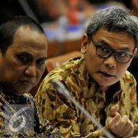 Diangkat jadi juru bicara presiden, Johan Budi ternyata menarik para netizen untuk berkomentar di Twitter.