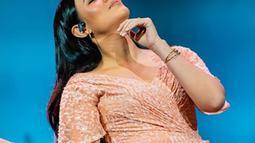 Selama kurang lebih tujuh bulan vakum dari dunia hiburan, Raisa membagikan kebahagiaan yang dapat kembali menyapa para penggemar melalui single terbarunya ini. (Liputan6.com/IG/raisa6690)