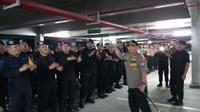 Kapolda Kepri Irjen Andhap Budi Revianto saat mengunjungi 300 anak buahnya itu di Parkir Timur Gelora Bung Karno Senayan, Jakarta, Selasa 11 Juni 2019 malam. (Istimewa)