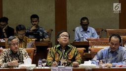 Menteri PPN/Kepala Bappenas Bambang Brodjonegoro memberi paparan saat rapat kerja dengan Komisi XI di Gedung DPR RI, Rabu (19/9). Bambang memaparkan pagu anggaran 2019 untuk Kementerian PPN/Bappenas turun menjadi Rp1,781 triliun (Liputan6.com/Johan Tallo)
