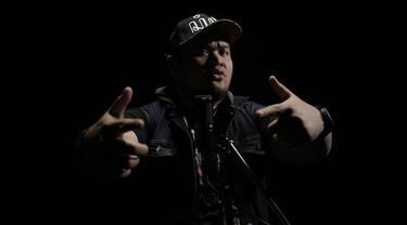 Beatbox mulai banyak digemari anak-anak muda di Indonesia. Sebab, beatbox bisa dimainkan di mana saja karena mengandalkan teknik imitasi suara. Beatbox menghasilkan bunyi-bunyi ritmis, instrumen musik, ketukan drum, dan tiruan bunyi-bunyian lainnya, ...