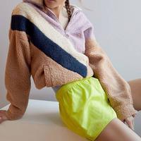Track short jadi tren fashion 2019 (whowhatwear)