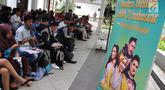 Peserta menunggu audisi Liga Dangdut Indonesia 2 (LIDA 2) di Wisma Perdamaian Semarang, Jawa Tengah, Minggu (16/12). Indosiar menggelar audisi LIDA 2 secara serentak di tiga provinsi hari ini. (Liputan6.com/Gholib)