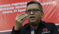 Sekjen DPP PDIP, Hasto Kristiyanto memberi keterangan terkait Kongres V PDI Perjuangan tahun 2019 di Jakarta, Kamis (1/8/2019). Kongres dilaksanakan di Bali pada 8 Agustus 2019 dan mengambil tema Solid Bergerak Untuk Indonesia Raya. (Liputan6.com/Helmi Fithriansyah)