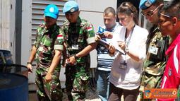 Citizen6, Lebanon: Kedatangan tim yang dipimpin oleh Mrs. Jihann Shaheen berjumlah empat orang melaksanakan penilaian terhadap kesehatan lingkungan di UN Posn 7-1, Adshid al Qusayr, Lebanon Selatan. (Pengirim: Badarudin Bakri)
