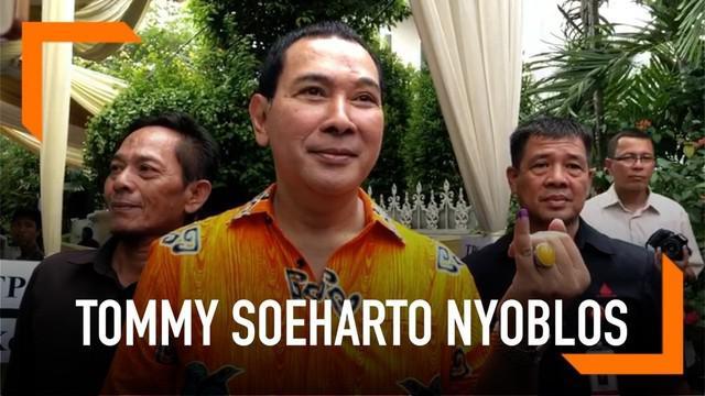 Tommy Soeharto selesai mencoblos pada pukul 10.00 WIB di TPS 02, Gondangdia, Menteng, Jakarta.