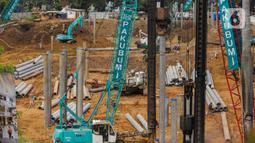 Aktivitas pekerja proyek pembangunan Pasar Senen Blok I dan II di kawasan Pasar Senen, Jakarta Pusat, Rabu (11/3/2020). Proyek pembangunan Pasar Senen Blok I dan II menghabiskan biaya Rp 900 miliar. (Liputan6.com/Faizal Fanani)