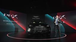CEO Aston Martin Andy Palmer berbicara saat peluncuran SUV pertama, Aston Martin DBX secara resmi di Beijing, China, Rabu (20/11/2019). Aston Martin DBX memiliki berat 2.245 kg dan diklaim dapat melesat dari 0-100 km/jam dalam waktu 4,5 detik dengan kecepatan puncak 291 km/jam. (GREG BAKER / AFP)
